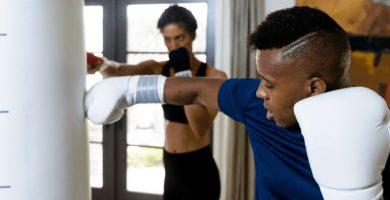 Cómo entrenar en un saco pesado consejos de boxeo